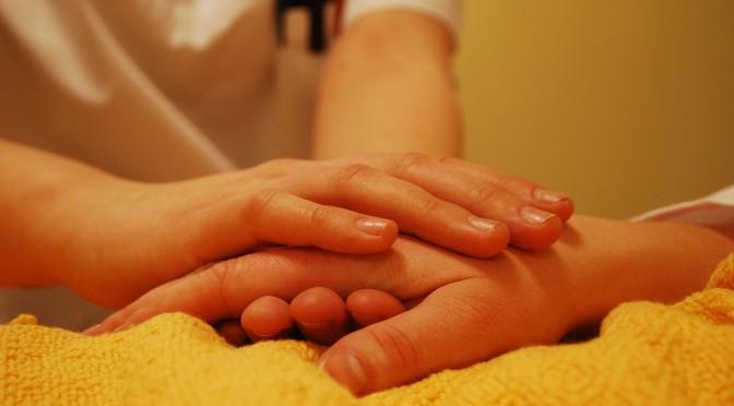 【保存版】介護士の志望動機の例文集(施設形態別で有料老人ホーム、デイサービス、訪問、特養…)